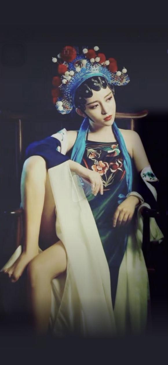 我又梦到那个女人,她的脸永远都是模糊的,穿着旗袍,每次她都骑-1.jpg