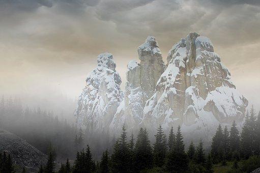 mountain-3126126__340.jpg